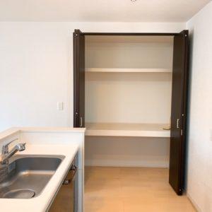 ◆キッチン横には大収納パントリーが御座います♪