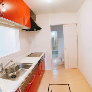 ◆キッチン横には洗面にも行けます♪奥様の楽々動線♪