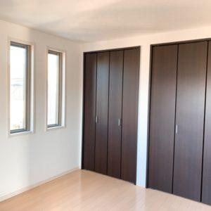 ◆寝室にもこんなにクローゼットがあります。