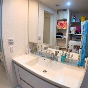 ●大きな鏡のワイド洗面は収納量が豊富です♬