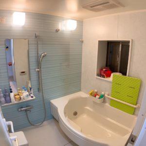 ●マンションの弱点は少し手狭なお風呂になります。。こちらの物件は弱点がないです。。。とっても広く、何と窓まで付いてますよ♪浴室乾燥機も近年新調しています。