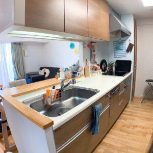 ●システムキッチンです、食洗器も付いていますしコンロ側にはパントリーも御座います。