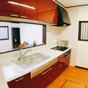 ※大きなシステムキッチンのコンロはIHとなり安心です。