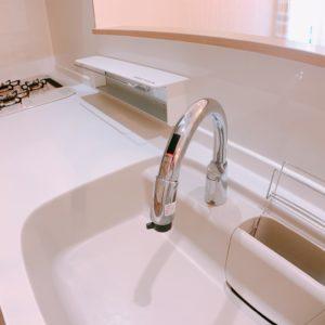 ◆こちら手をかざすだけで水が出るセンサー付きの水栓です♬