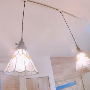 ◆ダイニングの天井にはレールが付いていて可愛いペンダントライトも付いていますよ♬