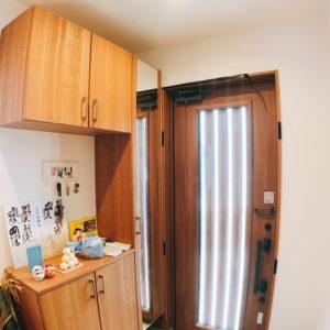 ◆ガラス入りの玄関ドアはとても明るく優しい光が差し込みます(^-^)