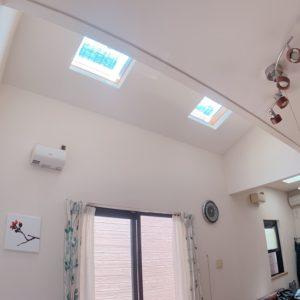 ●リビング上部には明るい光が差し込むトップライトが御座います(^-^)
