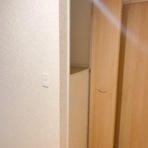 ★2階廊下には便利な収納もあります♪