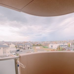 ◆和室に面したバルコニーからの景色となります、とても明るいですよ♪