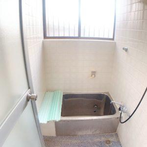◆浴室の窓も大きく換気も良好♪