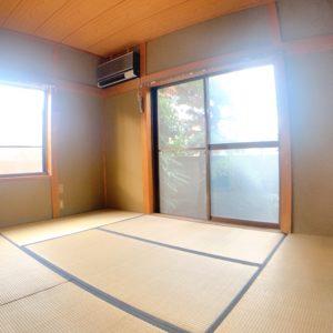 ◆入ってすぐの和室6帖♪窓が大きくて明るいです( *´艸`)