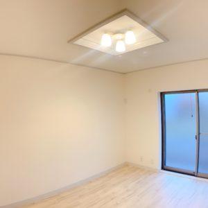 ◆1階洋室です。新築でも珍しい折り上げ天井の照明♪おしゃれ~(≧▽≦)