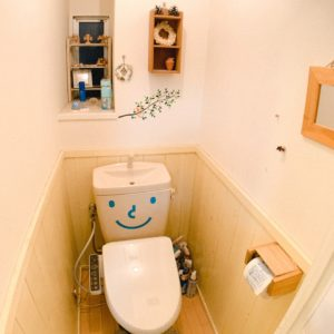 ◆トイレの神様はタンクで笑顔を提供してくれます。。お腹が痛いときは笑えませんが。。