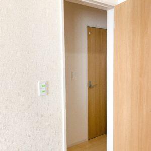 ◆リビング階段の弱点、空調の効率の悪さをこのドアで解決♪