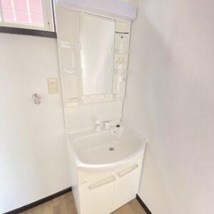 ◆清潔感のある明るい洗面、デザインはシンプル♪