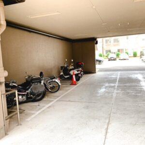 ◆バイク置場です。。。今はバイクをお持ちの方は少ないのでしょうかね??空きは沢山('◇')ゞ