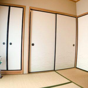 ◆リビングに隣接の和室となります。左手に仏間・右手に大きい押入れとなります。