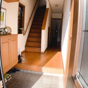 ◆明るい玄関です、左手には下駄箱、右手には奥行きのあるクローゼットがあります♫