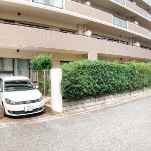 ◆お部屋のテラス横には車庫が有り大きな車も楽々駐車(^^♪